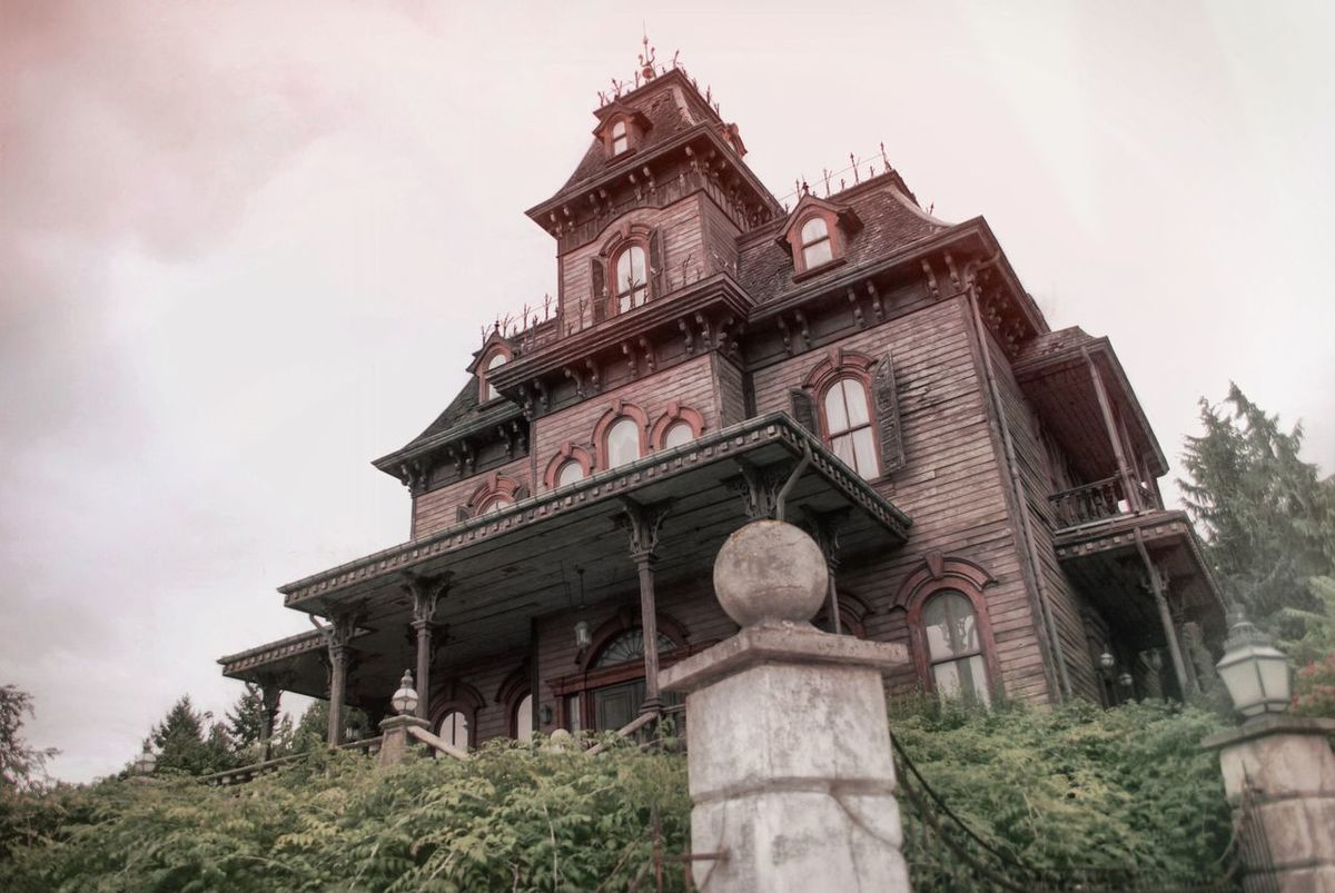 Abandoned manor - Phantom Manor (Disneyland Paris) (Nikon D60 - September 2013) Architecture Building Exterior Built Structure Disneyland Paris Façade Low Angle View Perspective Phantom Manor Spirituality Wide Angle