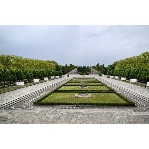 Treptower Park. Berlin Berliner Memorial Soviet Pagevibe Parededevidro Fotoxigenio Treptowerpark Pagevibe