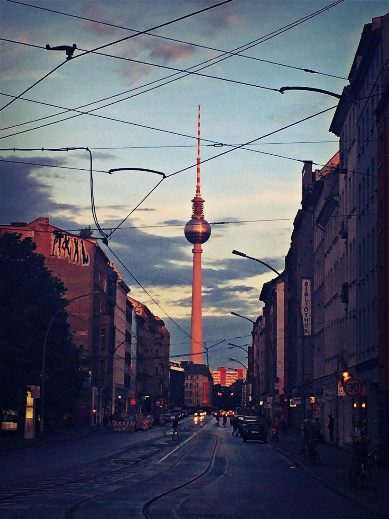Berliner Ansichten Berlin Mitte Berlin Photography Berlincity Sunset Tvtower Tvtowerberlin Tvtower #berlin #alexanderplatz Beautiful Skyoverberlin