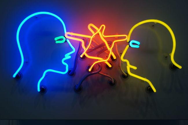 Bruce Naumann, Double Poke Into The Eye, Neon installation 1985, Neue Nationalgalerie berlin
