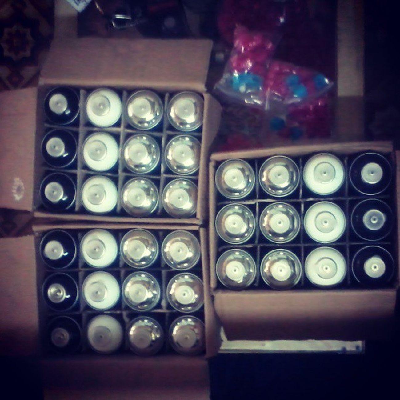 Bombing combo: 1Box/ 12Kolour cans. 6 Chrome , 3 Black 3 White. - 800.000VND only ($40). Get while it last !!! Sẵn sàng gửi đến Huế thương !!!!