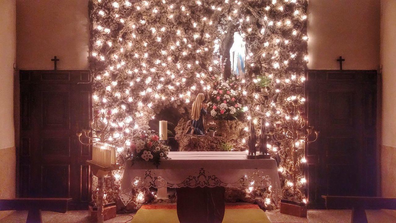 christmas, decoration, christmas tree, christmas decoration, celebration, illuminated, indoors, no people, night, christmas lights, tradition, tree, christmas ornament, flower