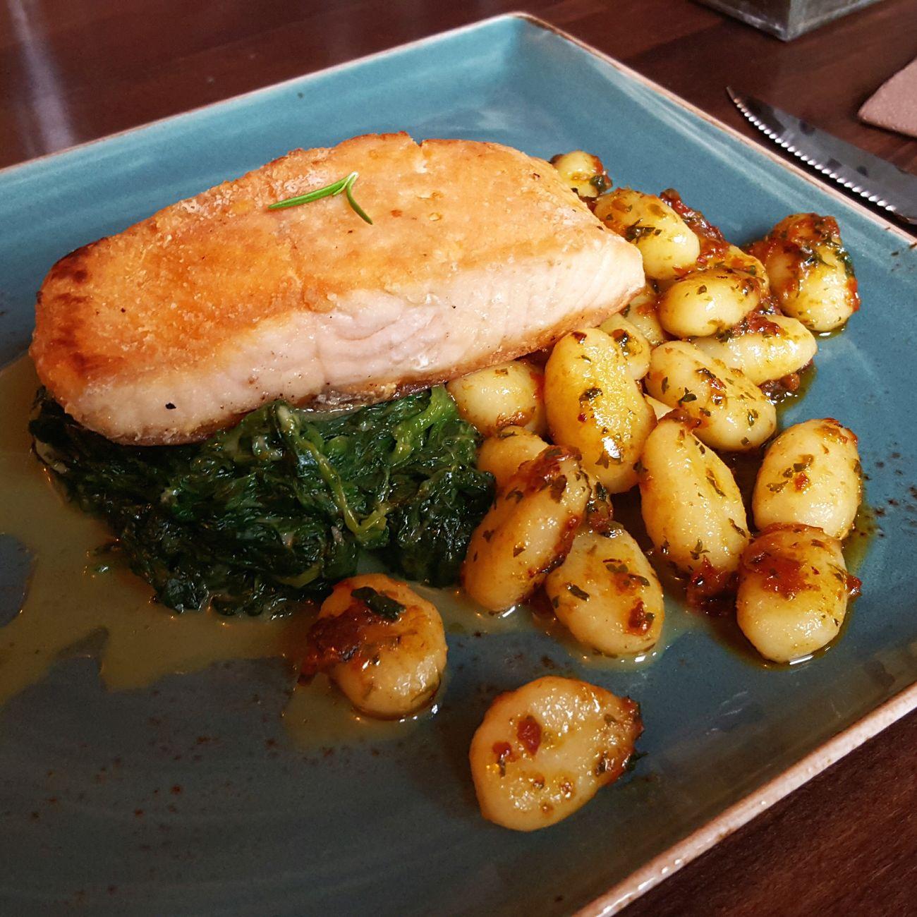 Schön wenn noch jemand ordentlich kocht, auch wenn es nur das Mittagsangebot ist!