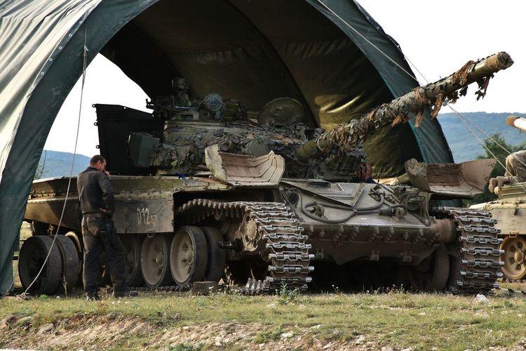 Recovery T-72 MBT Tracks Down Military Main Battle Tank Repair Repairman Field Maintenance Tank Camouflage