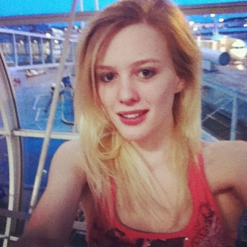 Paris Selfie!! France Airports Travel Mytravelgram Pink Blonde Girl Love Amazing Look L4l F4F All_shots Tflers Vacation Loving Paris SPAIN Sister Funtimes