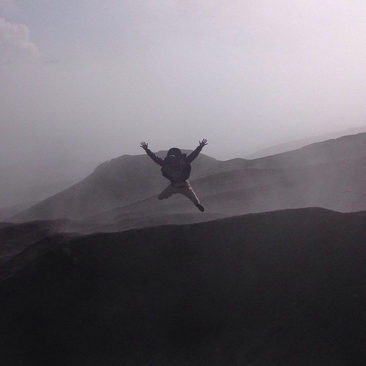 Waaaah Bromo Indoberg Ibelieveicanfly Preciesintzwartwitmaeigenlijkistniezo Bromo Bromo Mountain Jumpshot