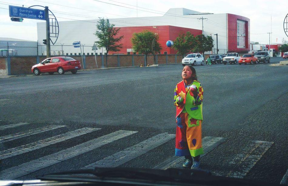 Streetphotography Street Photography Streetart Clown Clowning Girl Nina Streetartist Street Mexico De Mis Amores Mexicolors Payaso Payasos Dramatic Angles Resist Art Is Everywhere