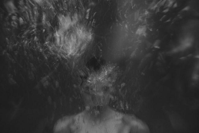 Drawn... Agua Experimental Blackandwhite B&w Blancoynegro Selfportrait Autoretrato Portrait Retrato Gopro Underwater Science Fiction Agua Water