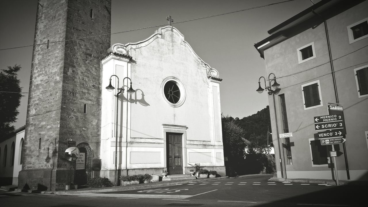 Creative Light And Shadow Blackandwhite Photography Church Streetview No People Architecture From My Point Of View Crossroads Urban Photography