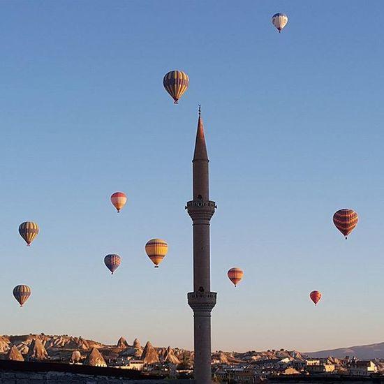Türkiye Turkey Kapadokya Göreme ürgüp Urgupballoons Nevsehir Balon Balloon Instaturkey Instalike Instagood Instaworld Cami Mosque Sky Peribacaları Fairychimneys Hot Cold Winter Travel Photography Travel