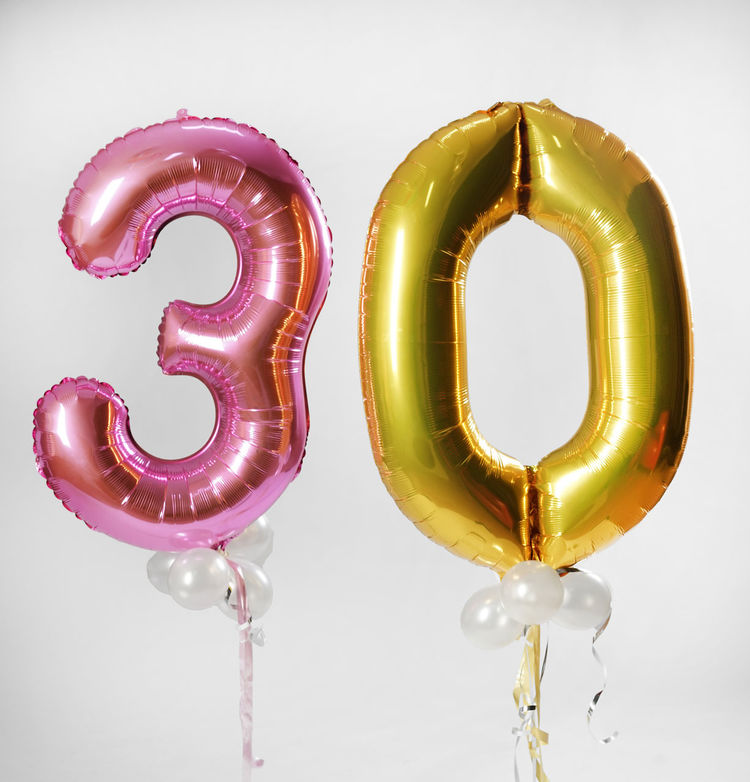 Bunte Zahlenballons ergeben die runde Geburtstagszahl 30 0 3 30 Ballon Ballons Baloon Baloons Birthday Bunt Colorfully Drei Dreisig Dreissig Farbig Geburtstag Luftballon Luftballons Null Number Studio Thirty Zahl Zahlen Zahlenballon Zahlenballons