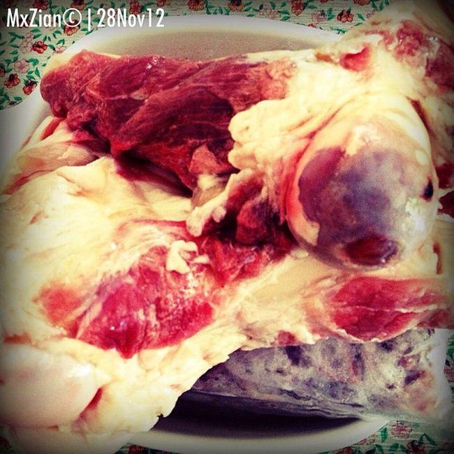 Frozen bone marrow & beef brisket. Bulalo. Preparar pra lutu-0n karon. Supper Panyapon . Bonemarrow Beefbrisket soup