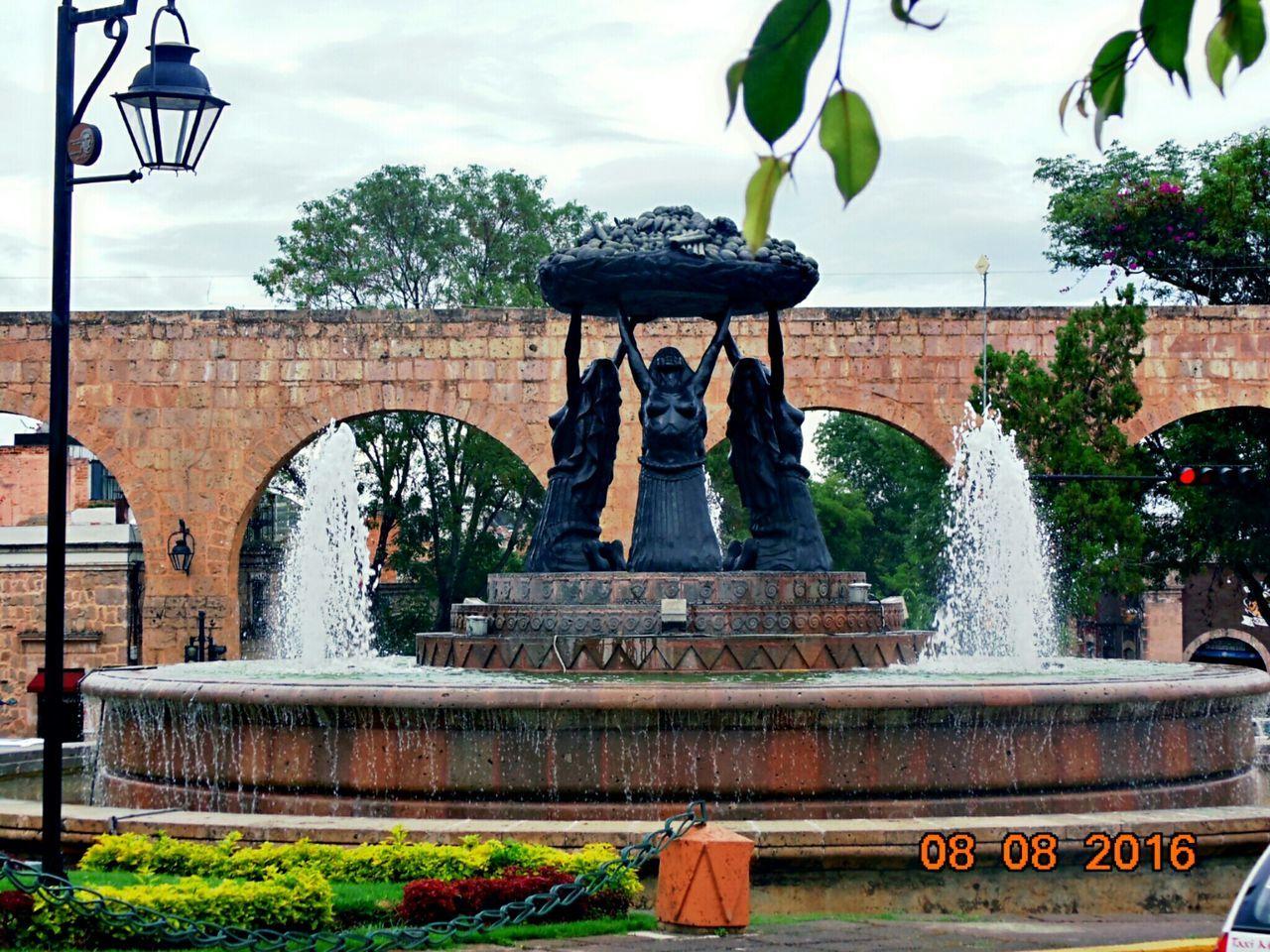 Tarascas Morelia Michoacan, México Fuente Mujeres Hermosas Hi! Hello World