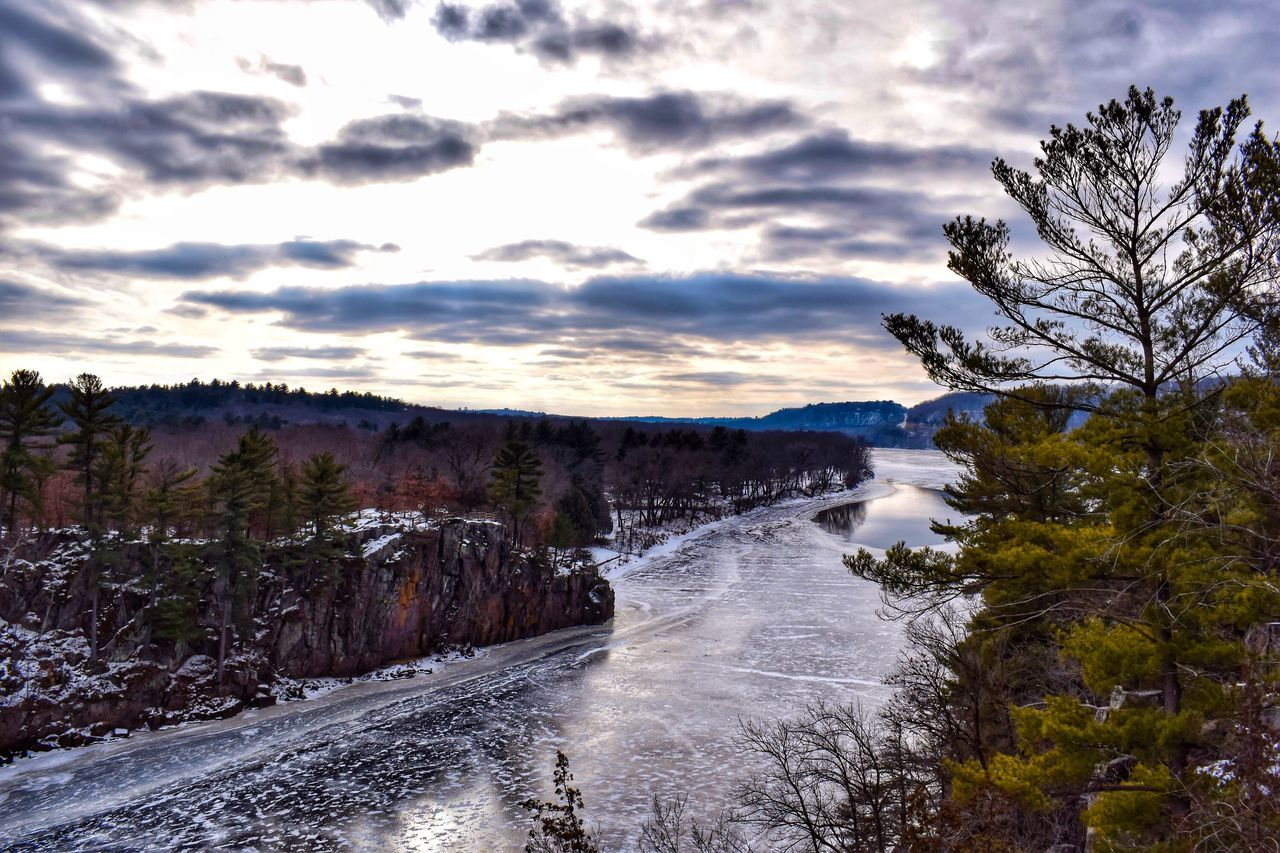 The frozen Saint Croix River... Nature Beauty In Nature Cloud - Sky Sky Scenics Tree Outdoors Landscape Water Day Power In Nature River Exploring Hike Adventure Evergreen Perspective Exploration Hiking Hike Trails Cloudy Frozen Ice Snow