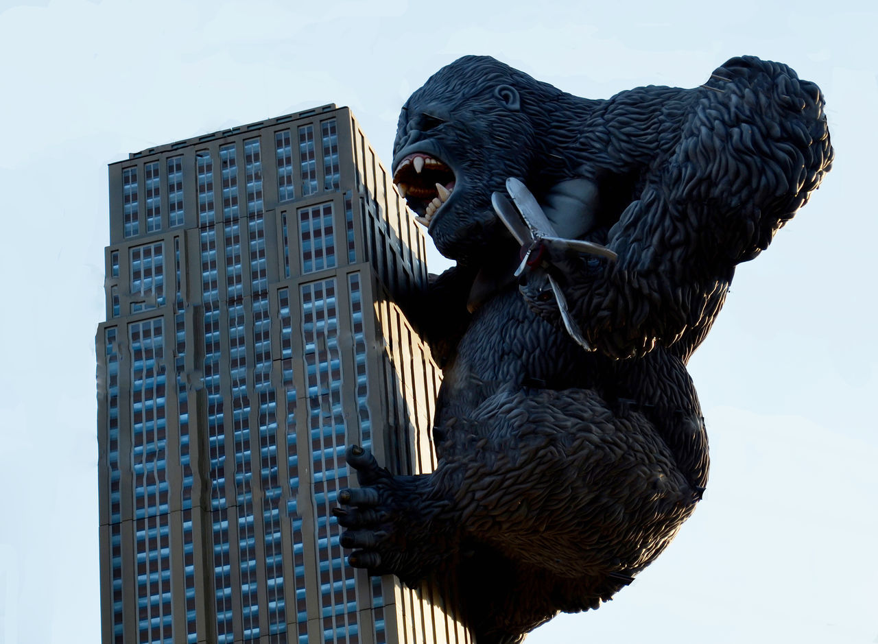 Animal Banana Building Exterior Climbing Gorilla Kansas City King Kong Ks Monkey Overland Park Kansas Ozark Mountains Photographer Photographerinoz Photography Sky
