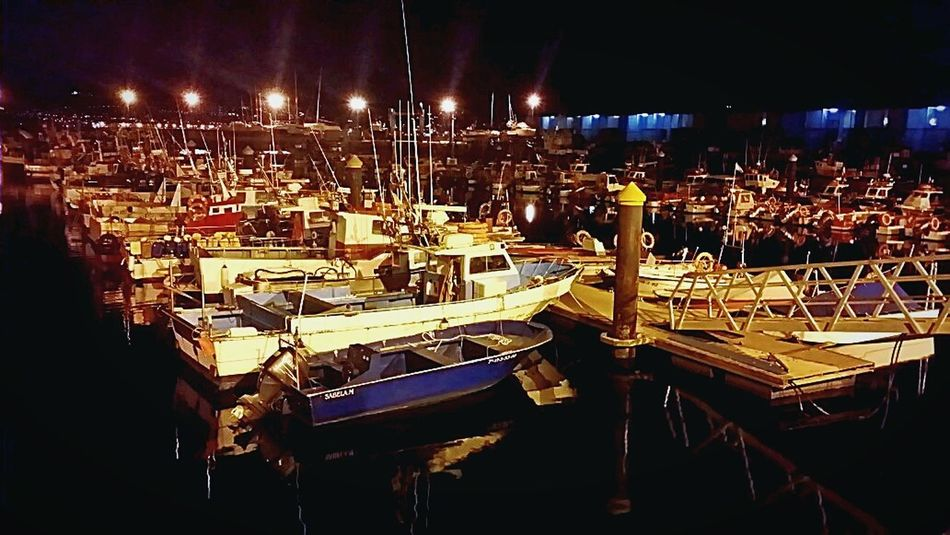 Fishing harbor, Cangas 🚢🐟🐟. Puerto pesquero, Cangas 🚢🐟🐟 Urban 4 Filter Reflected Glory Crystal Clear Water Reflections Reflection Darkness And Light Water_collection Sea Nightphotography EyeEm Best Shots