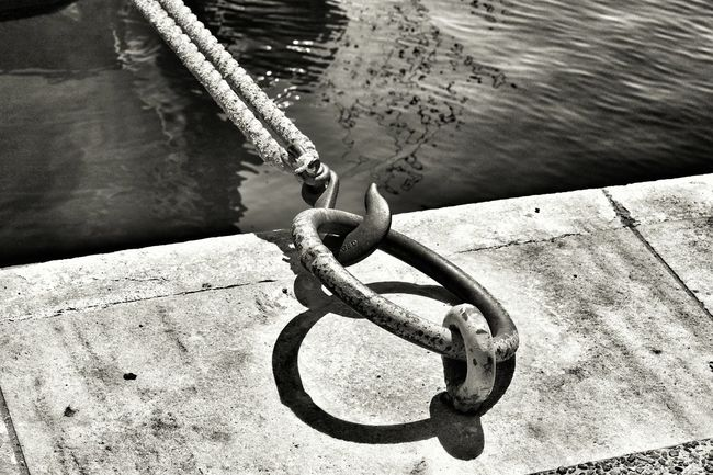 Monochrome Photography High Angle View Metal Strength Chain Close-up Black And White Black & White Tranquil Scene Scenics Greece Capture The Moment Enjoying Life Waterfront Golden Moment Mood Of The Day Silence Moment Silhouettes Horizon Over Water Enjoy The View EyeEm Gallery Eyeem4photography Hello World Wonderful Moment Connection