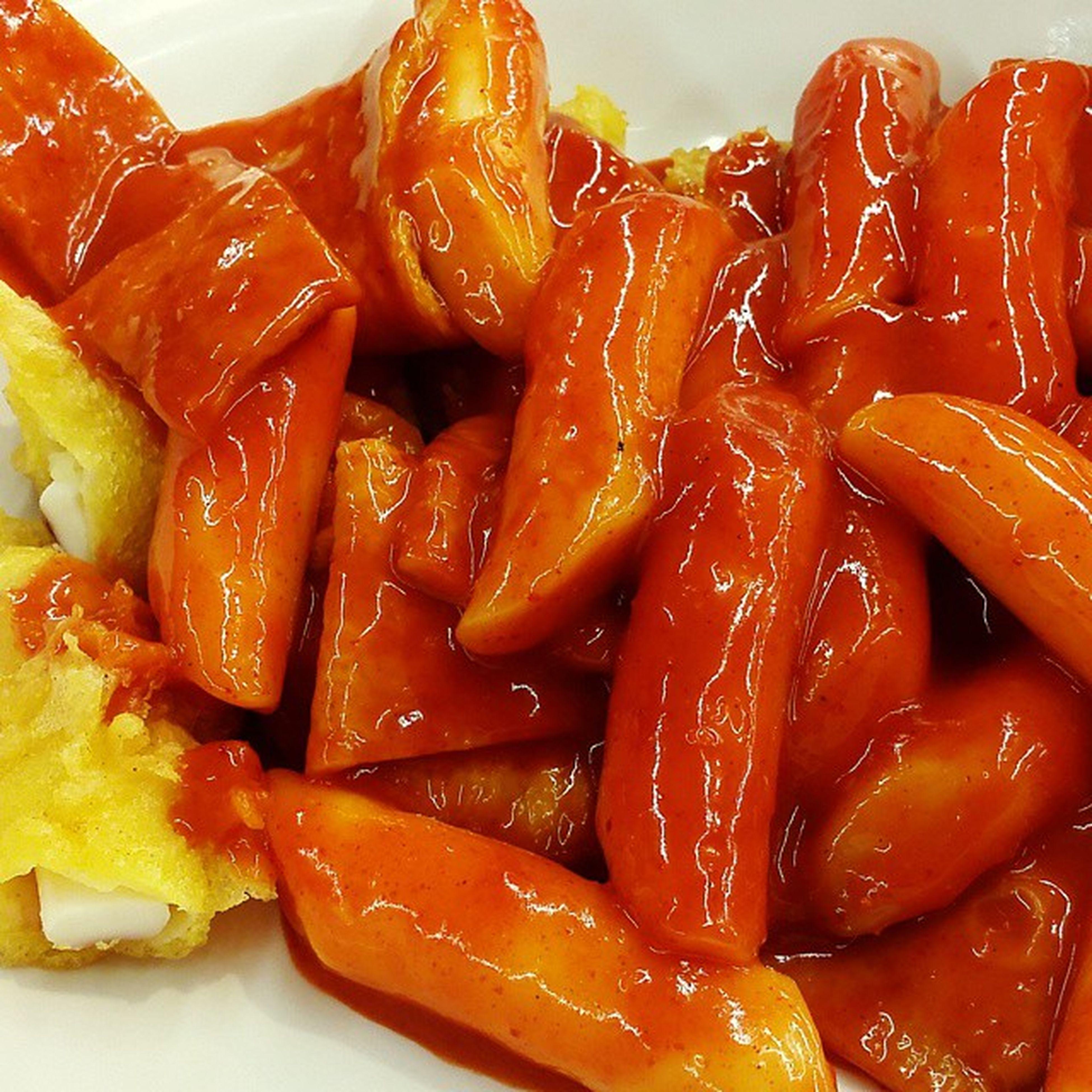 롯데마트 떡볶이범벅 사천원 에 떡볶이랑 튀김 두개 달달 매콤