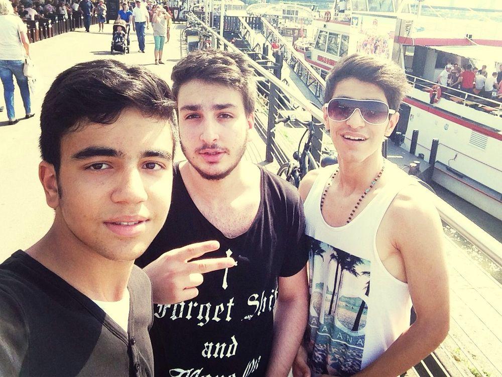 Düsseldorf Gestern *_* Persian Boys Chillen ✌