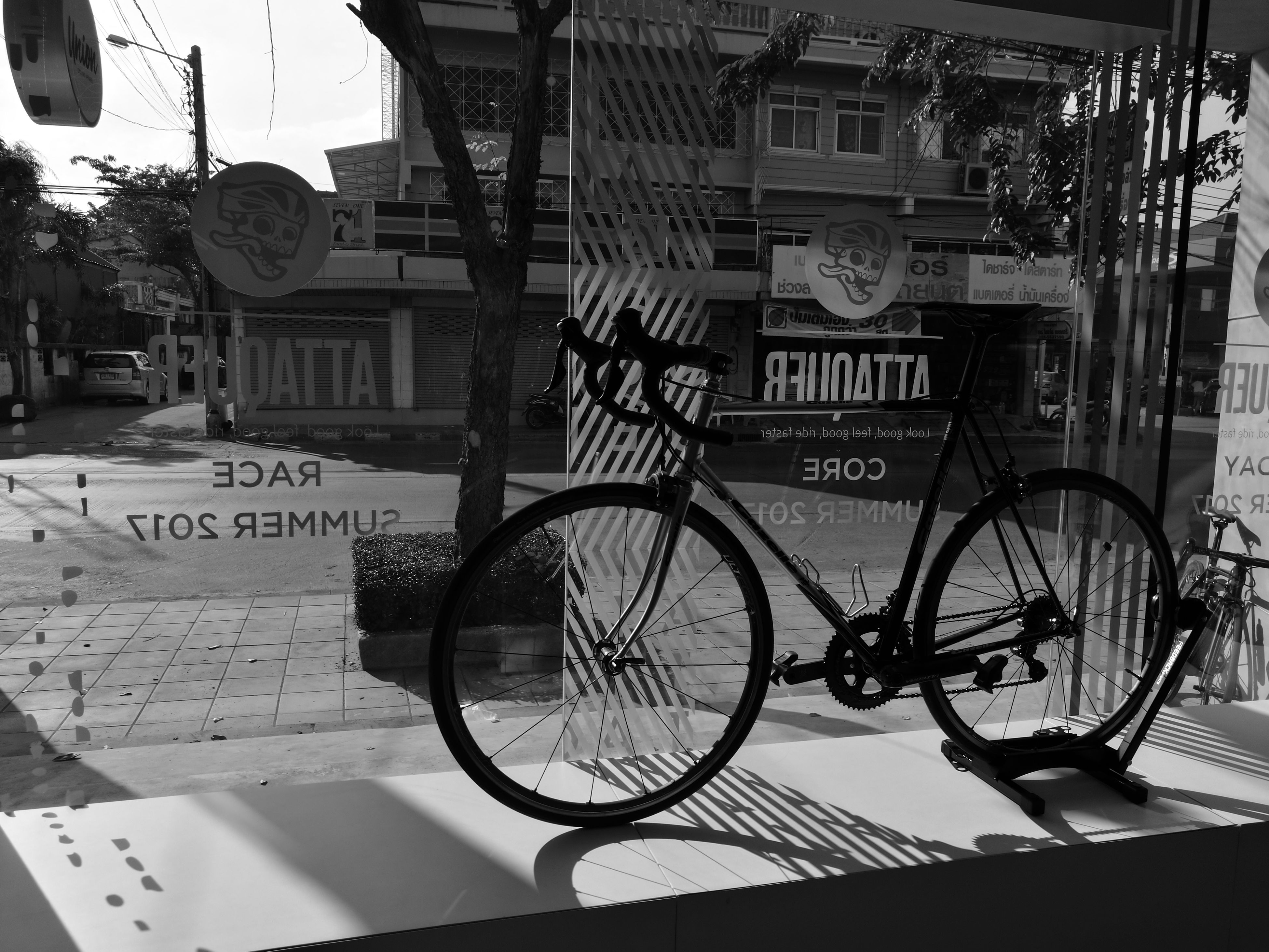 bicycle, transportation, city, mode of transport, built structure, building exterior, land vehicle, outdoors, architecture, no people, day, close-up