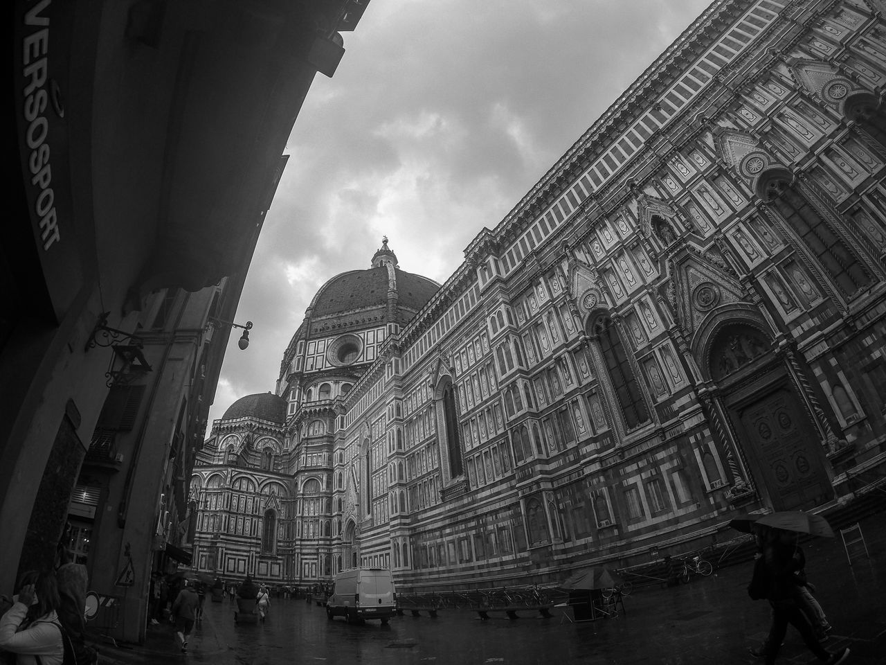 Reducive spaces, expander views. #Firenze #Florence Blackandwhite Cloudy Duomo Duomo Di Firenze Italia Italy
