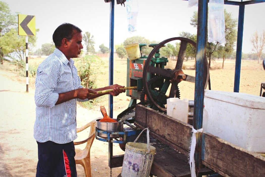 One Man Only Mature Adult Agriculture Industry Sugarcane Juice Indian Roads India Summer April 2017 Rajasthan