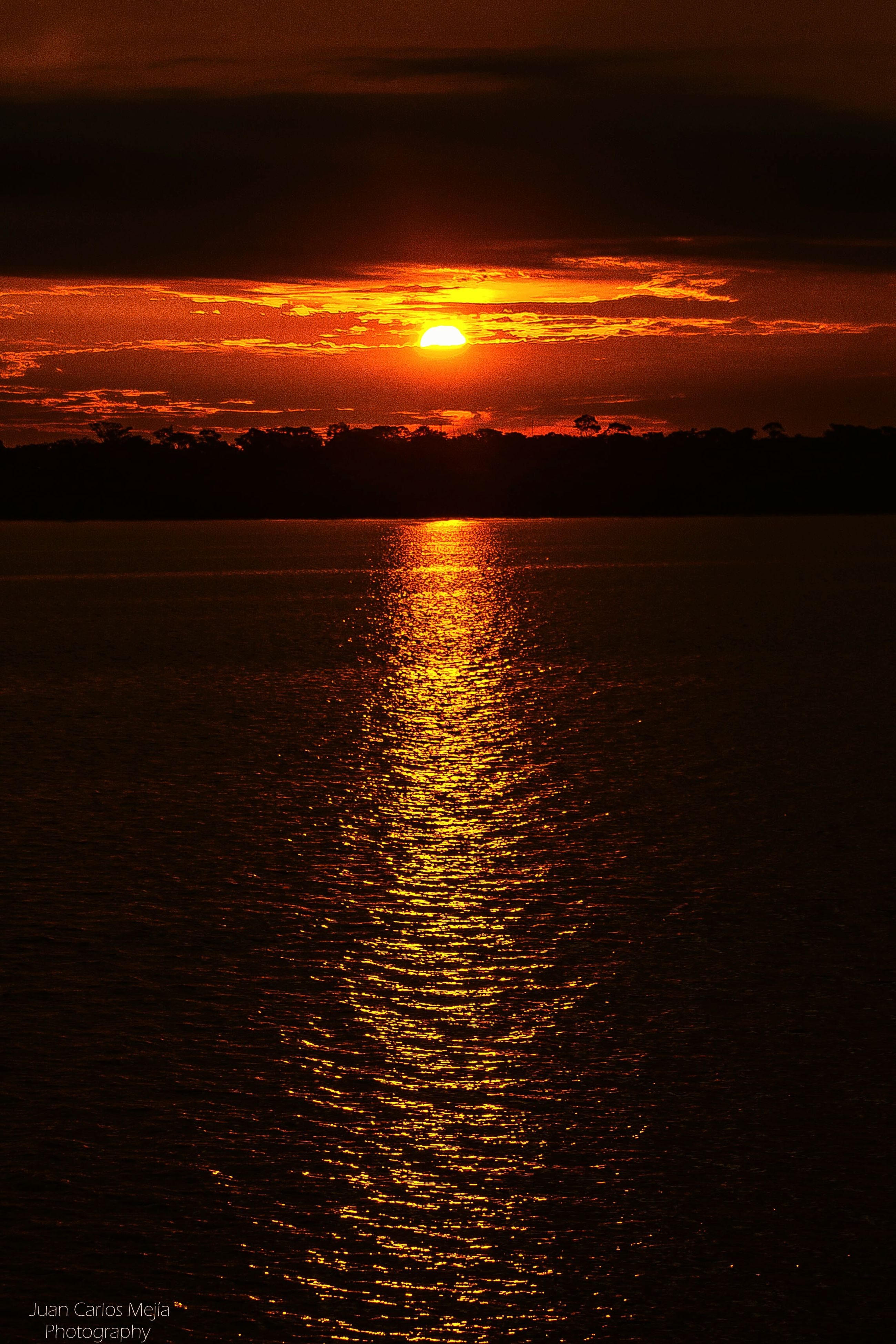 sunset, water, tranquil scene, scenics, tranquility, beauty in nature, sea, sky, sun, orange color, rippled, reflection, silhouette, nature, idyllic, horizon over water, waterfront, cloud - sky, sunlight, outdoors
