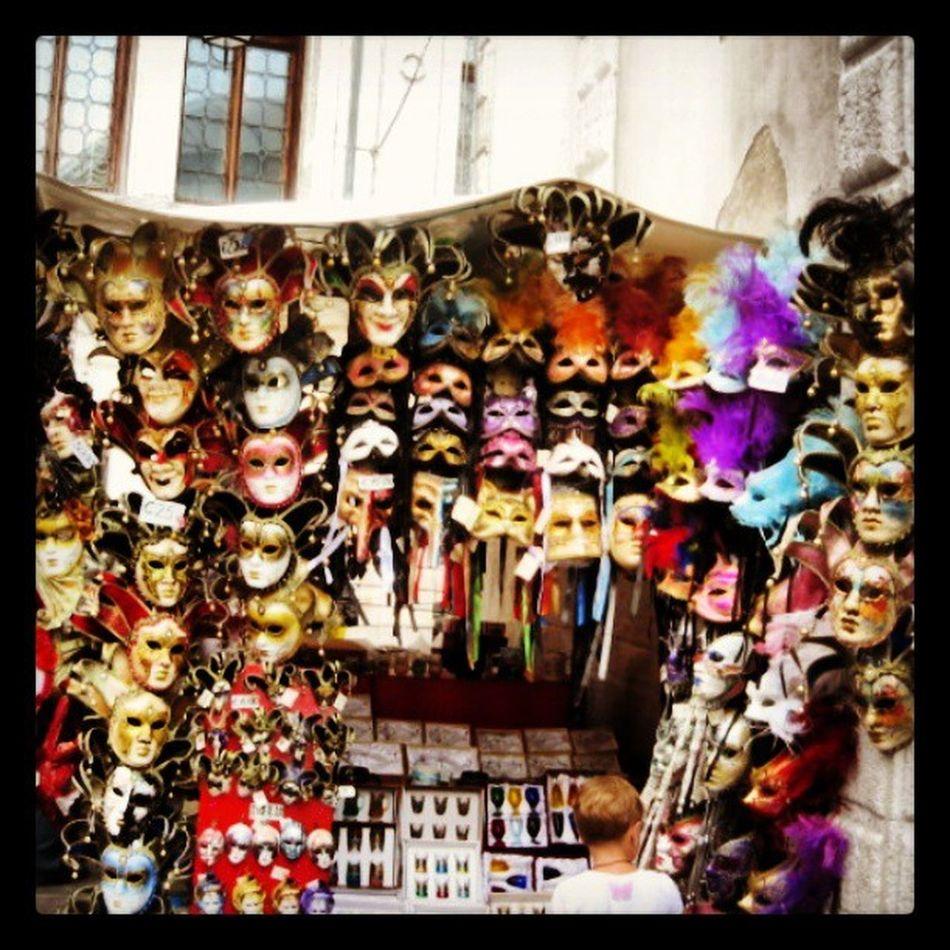 Venedik Venice Mask Instapod Streetphotography Instamood Instagood InstaVsco Instaturk Turkishfollowers Travelgram TravelingAroundTheWorld Travel Traveler Holiday