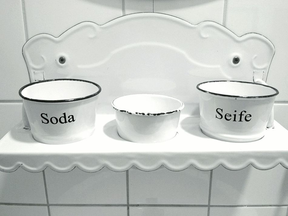 Ablage Retro Vintage Regal Emaille Emailliertes Regal Badezimmerablage Bathroom Items Enamelled Shelf Soda Water Soap Retro Shelf White Vintage Shelf White Color White Background White Album Studies Of Whiteness White Enamelled Bathroom Shelf Ladyphotographerofthemonth The EyeEm Collection