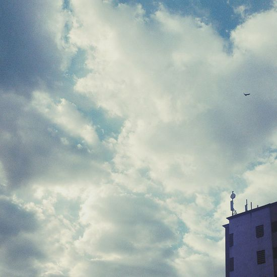 And say hello to a beautiful morning! Vscocam _soi Mumbai Mumbaiwallet Mumbaistagram VSCO Vscolove Vscoindia Instagram Instagood Indiaxposed Bombaybest Sky Clouds Blueinmyframe Inmycity