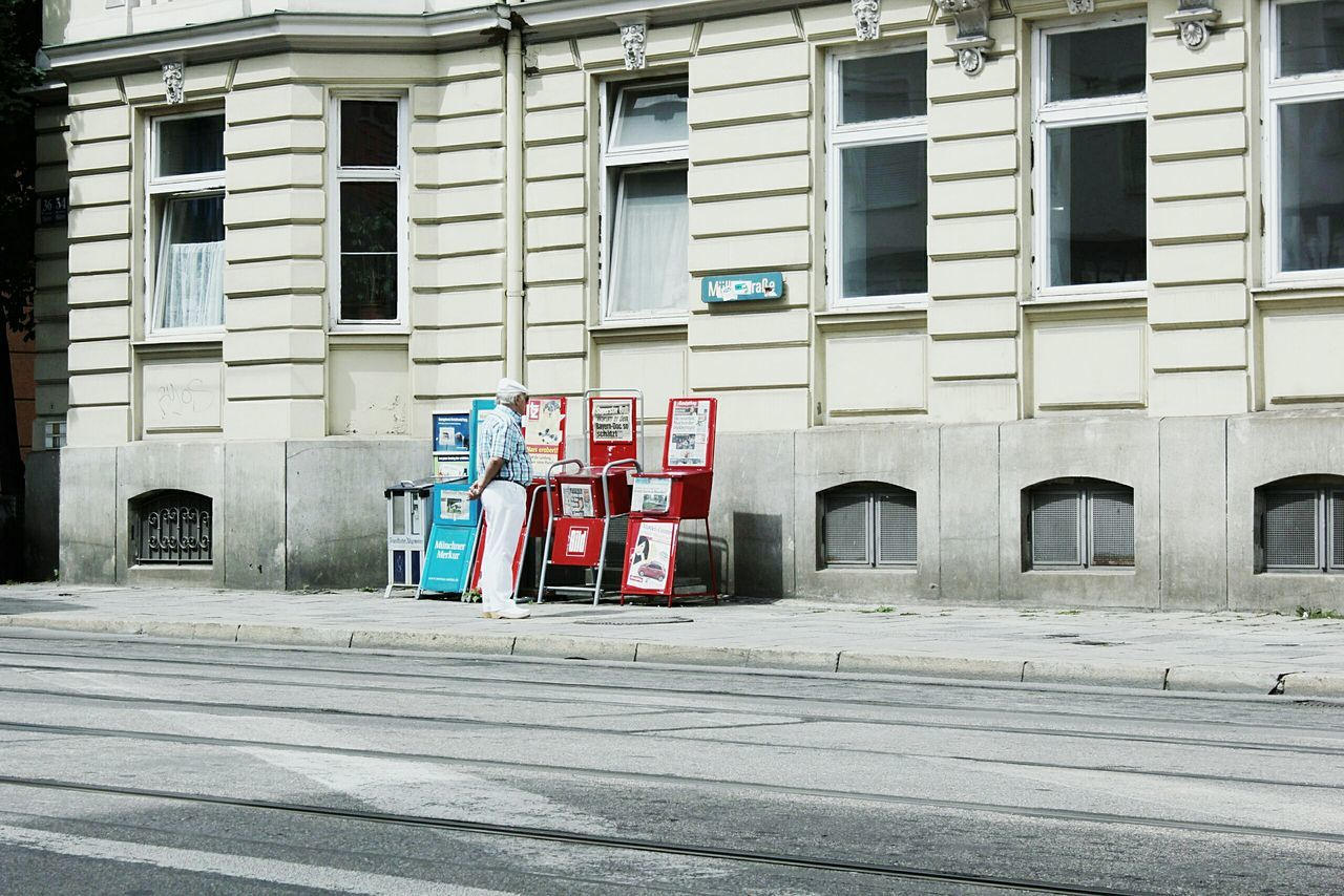 Architecture Window Street City Outdoors City Life Day Minimalistics Minimalism Minimalistic Minimalistic Photography Munich München GERMANY🇩🇪DEUTSCHERLAND@ Man Isolation Morning Paper Buying Papers  Mann Morgen Streetphotography Street Life Streets People And Places