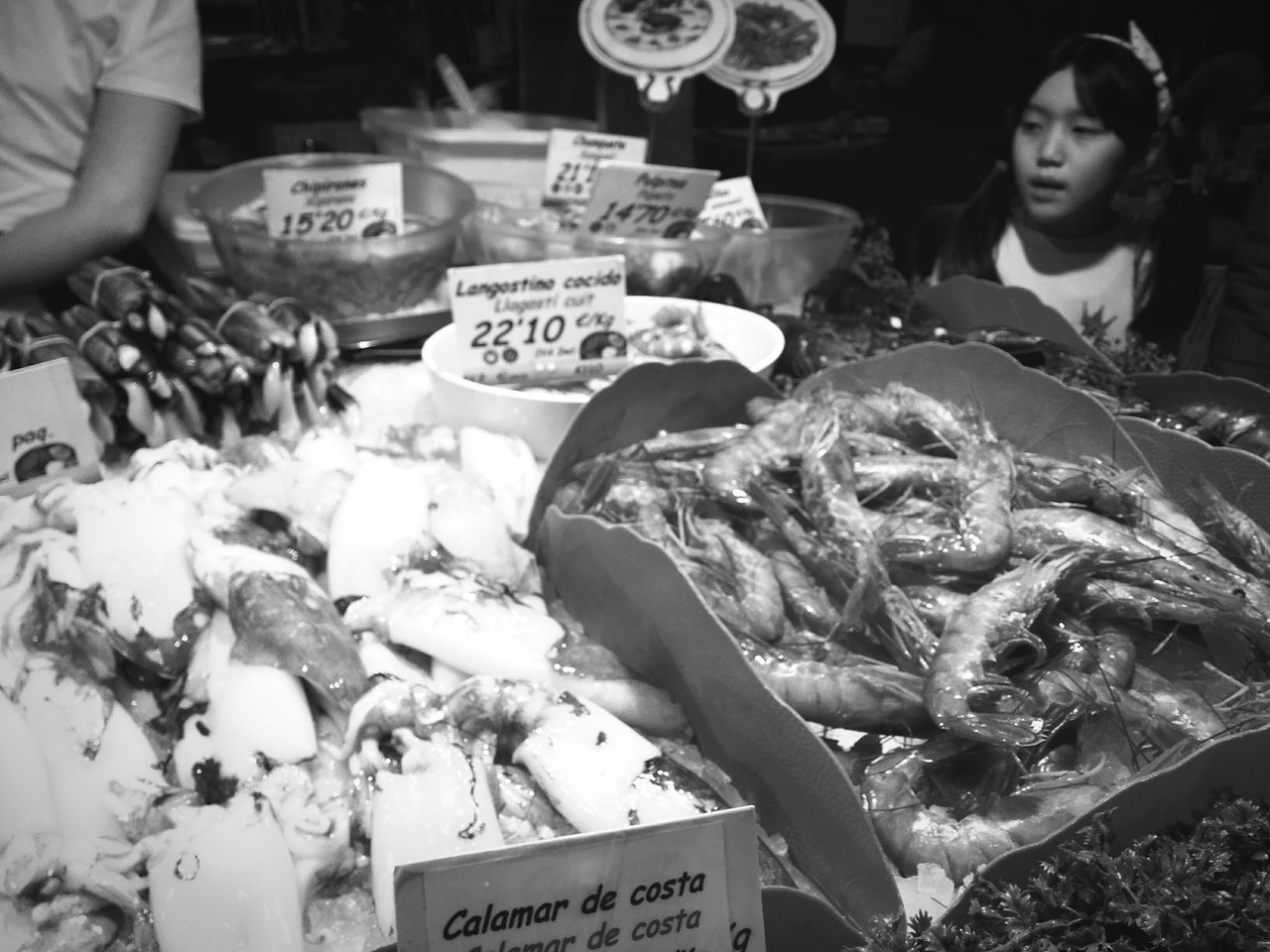 Del mar. Food Food And Drink Market Freshness Seafood Market Stall Business Finance And Industry Healthy Eating People Fish Market Night Gourmet Adult Eating Price Tag Food Staple Adults Only Outdoors Barcelona Indoors  Barcelona Streets Barcelona♡♥♡♥♡ Barcelona España Barcelonainspira Black And White