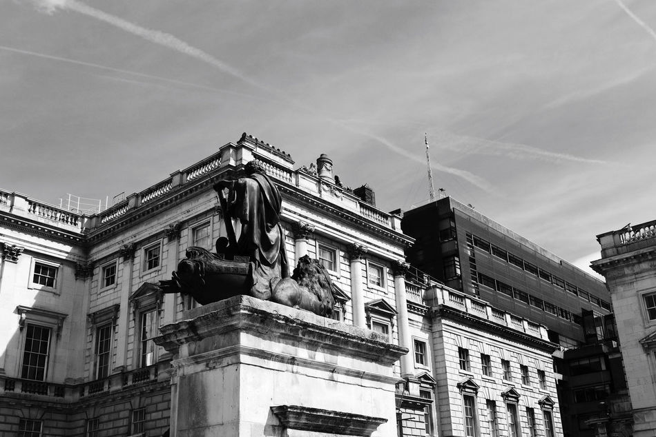 Architecture Beautiful Stonework Building Exterior Courtauld Institute Historical Building River Thames Somerset House  Statue The Strand