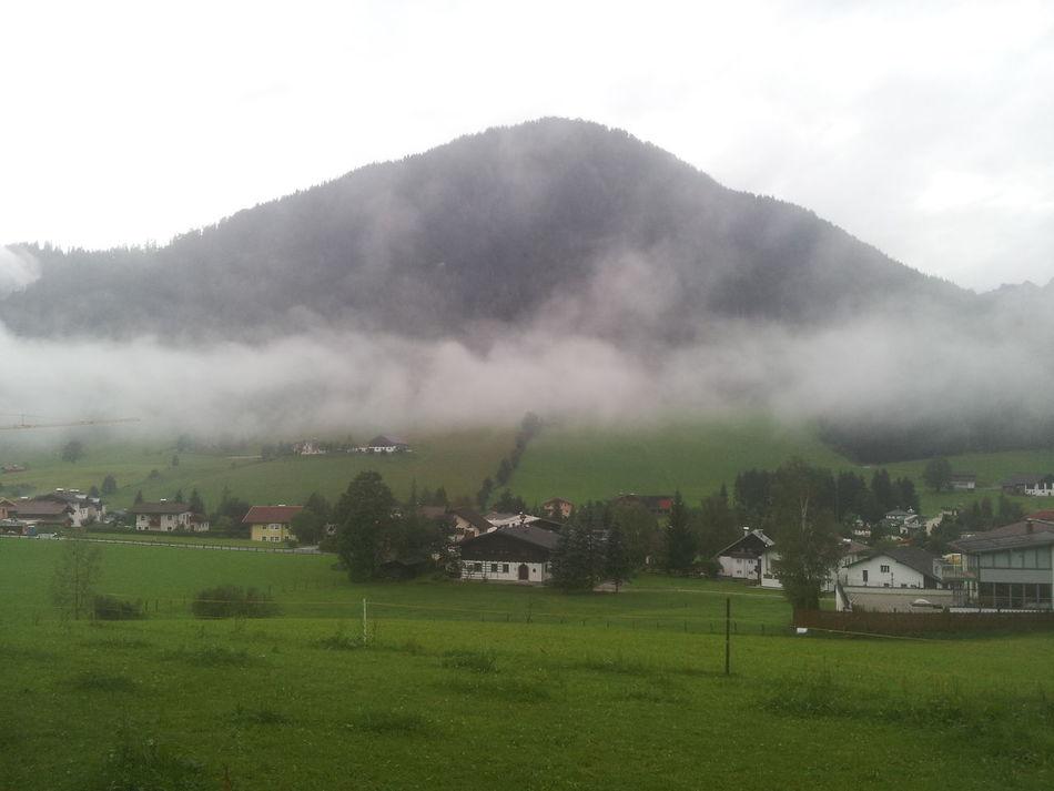 First Eyeem Photo Berg Natur Salzburg Nebel Tal Wiese  Land Himmel Häuschen Häusche Urlaub
