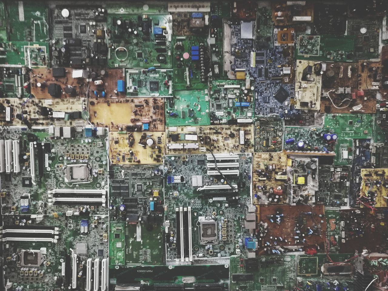 electronics industry, computer chip, technology, full frame, backgrounds, no people, complexity, mother board, architecture, cityscape, day, close-up, outdoors