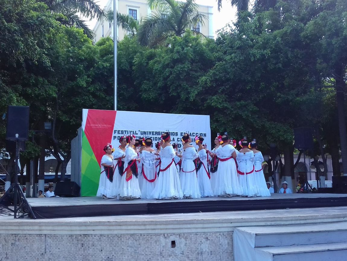 La Bamba Beautiful Girls  Dancing Beautiful View Large Group Of People Streetphotography Veracruz, México