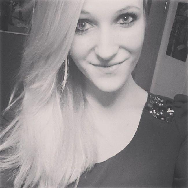 """""""nur einmal wieder wunschlos glücklich sein"""".. Kayone Lyrics Music Love deutsch wunschlos glücklich sein das wärs l4l instalangeweile girl blond hair smile followher"""