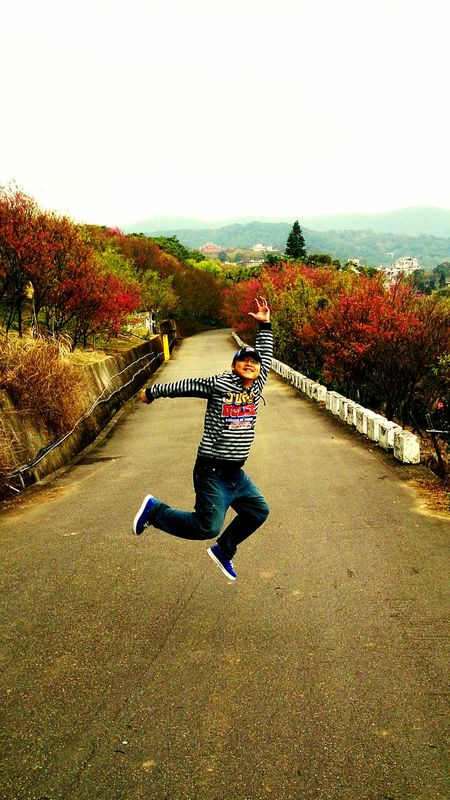 Let's jump. It's colorful view in yangmingshan. The Human Condition Jumping Tourists Taking Photos Yangming Mountain National Park Sakura Weekend People My Unique Style