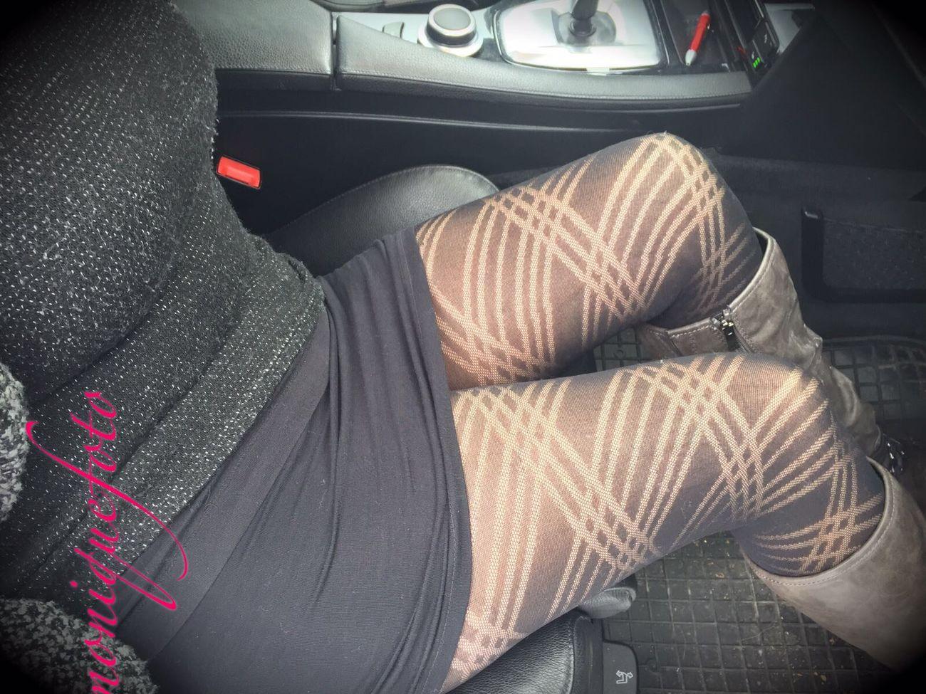 im Auto ist es schon kuscheliger. 💕💗 Monique52 Minirock Tights Pantyhose Pantyhosefetish Im Auto ThatsMe Adult Woman Sexyme Sexywomen Sexypics Femininity Sensual 💕 Curves Voyeurismus Erotic_photo