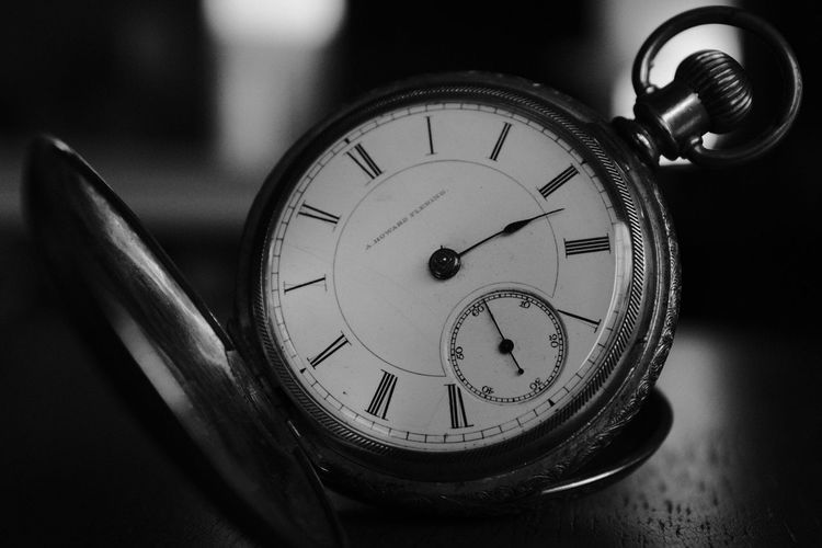 Timeless Time Indoors  Number Clock Close-up Old-fashioned No People Focus On Foreground Pocket Watch Watch Clock Face Minute Hand Day