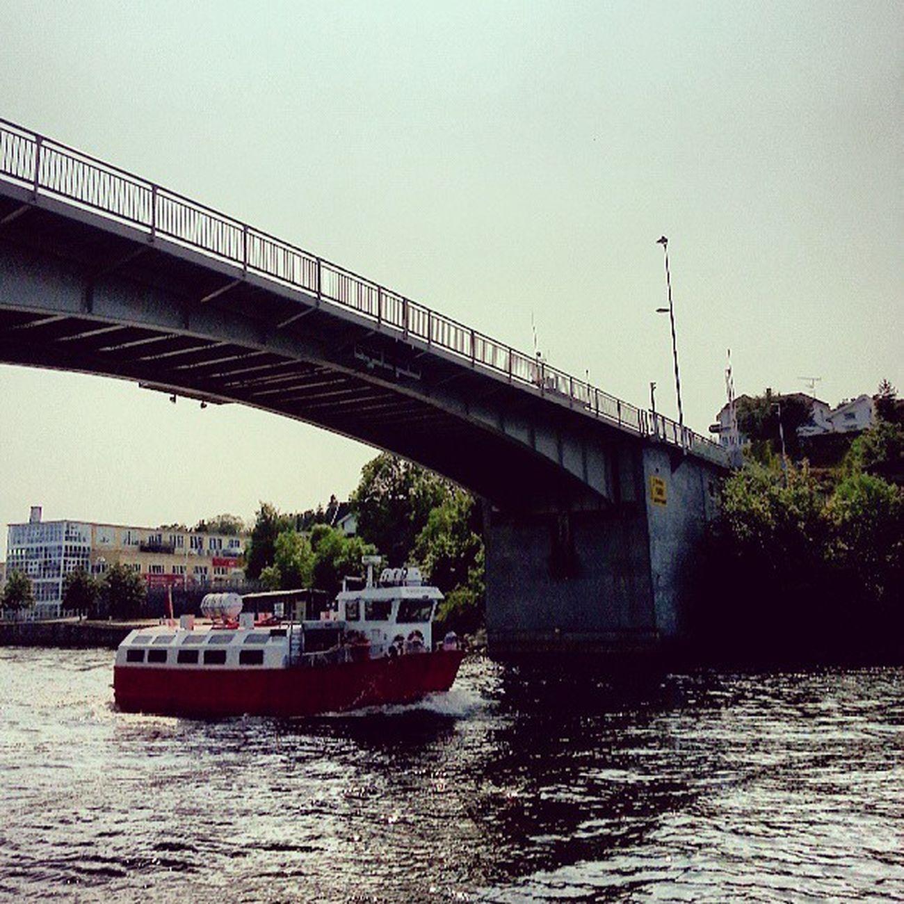 El ferry de Fredrikstad Ferry Fredrikstad Norge Noruega Norway City Ciudad River Río Puente Bridge UnderTheBridge Summer Verano Igers IgersOfTheDay BestOfTheDay