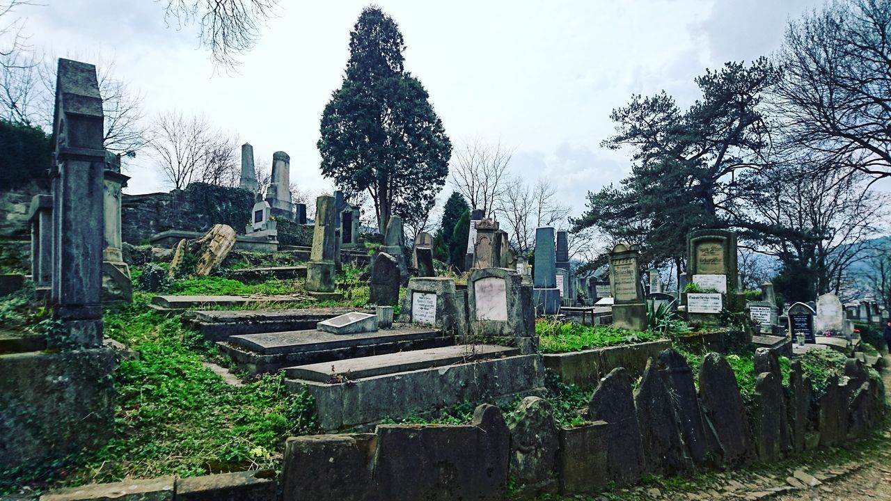 Cimitery Hanging Out Check This Out Romania Scary Sighisoara Romania ! Tombs