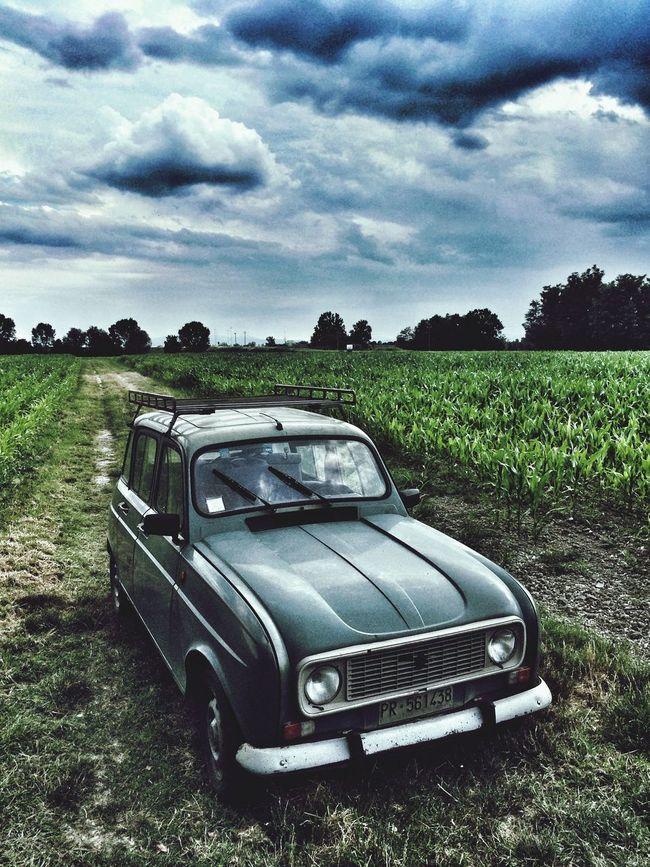 R4 Renault 4 vintage field cloud