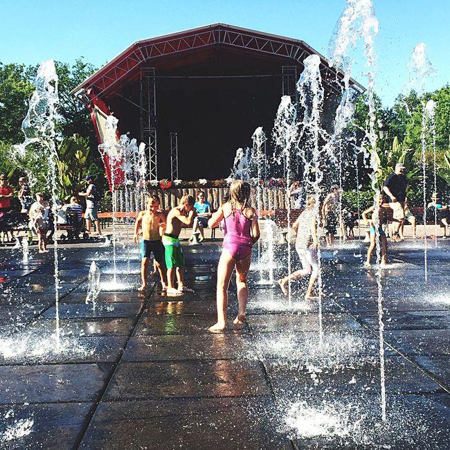 Kinderlachen - ist das schönste Lachen Kinder Behappy Water Splash HaveFun Enjoying Life