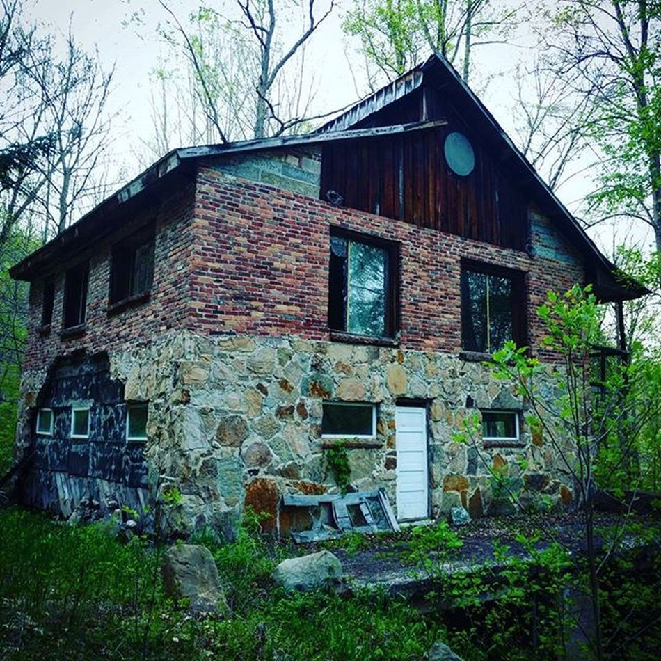 House 🏡 . . . . . . . . Abandoned Adventure Nature GetOutThere Building Explore Moodygram Followme Likeit Illgrammers DOPE Scenicpa Centralpascenery WesternPA Cool Teampawild Pennsylvania Visgram Visualgramers Vibes