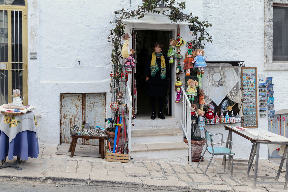 Trulli Shop - Trulli Alberobello Italy Trulli Houses Woman Streetphotography Shop Occupation Statue White Whitewalls  Travel Photography
