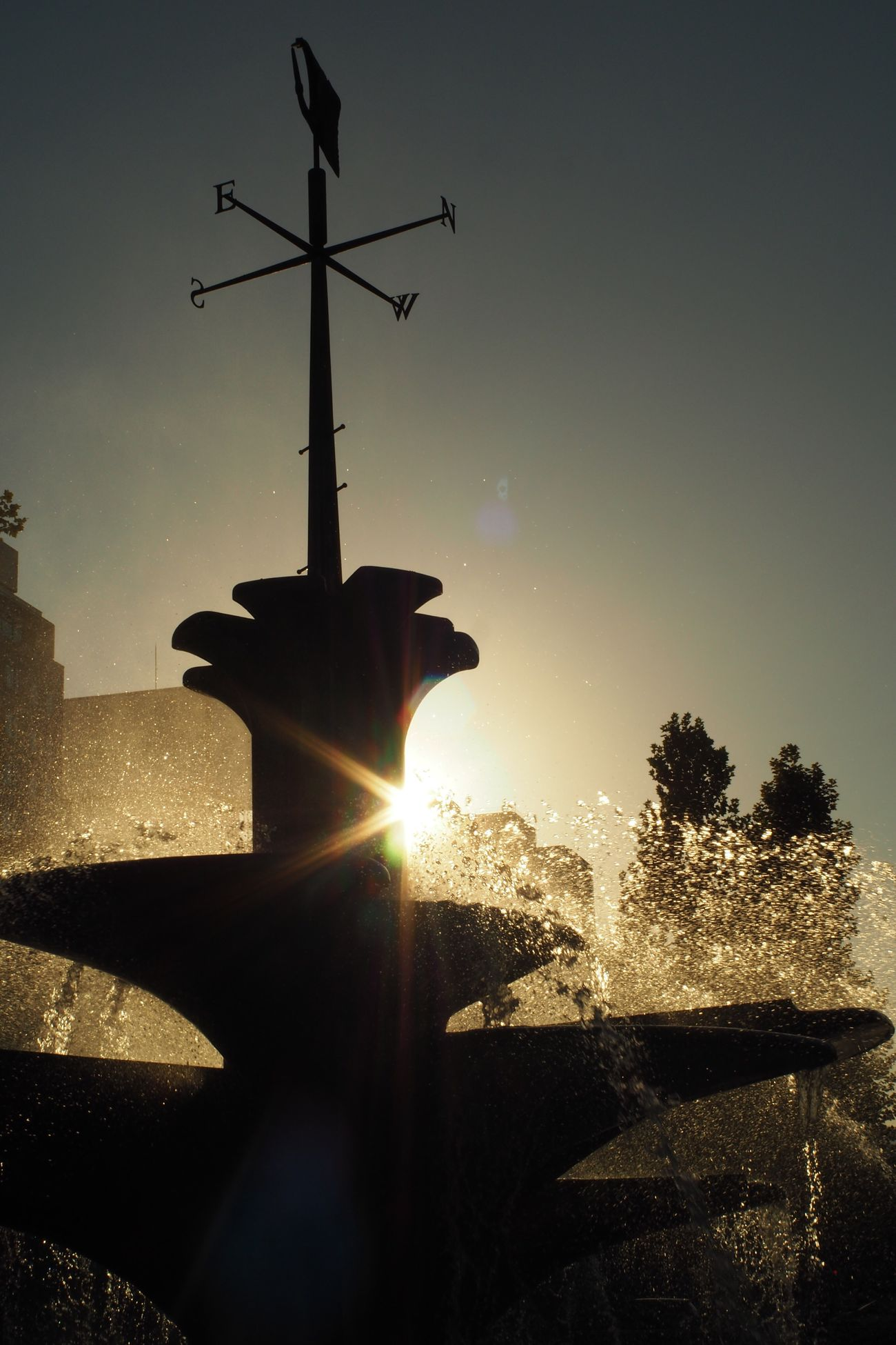 Sunlight Fountain Sunbeam Silhouette Sapporo Odori Park Direction