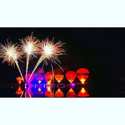 Twenteballooning2015 Ballooning Twente Hulsbeek Balloons Hotairballoon Fireworks Tv_longexposure Night Nightshooterz Ic_longexpo Ig_longexpo Long_expo_mb Longexposure Lazyshutters Shutter Loves_longexpo Nighttimeshooter Night_shooterz Nightshot Nightcrawlers Lake Water Reflection