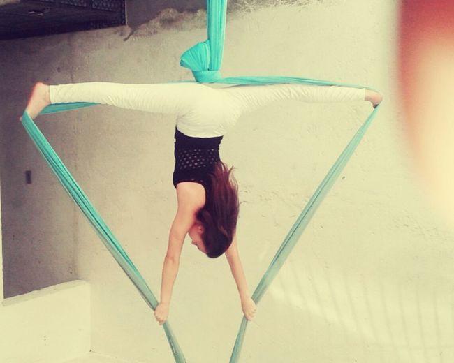 Tecidoacrobatico Oficinadetecidoacrobatico Tecidocircense  Acrobacia Circo Fly Flexible Splits Espacate Gym