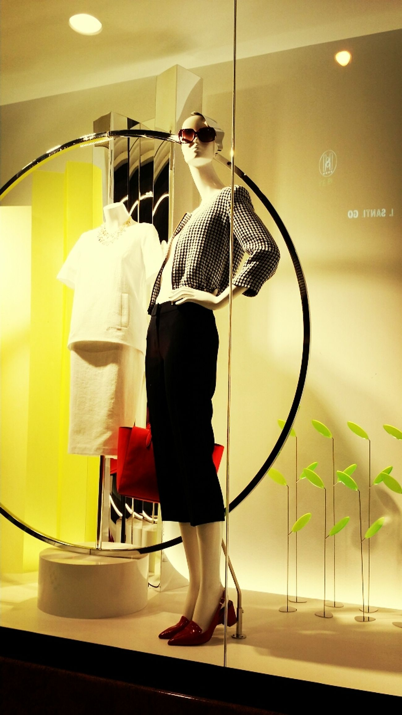 Window Visual Merchandising Tendencias #mujer